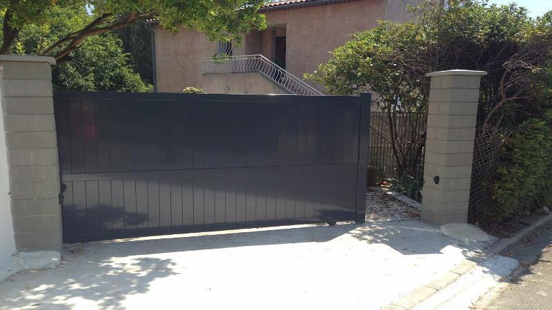 un portail sur mesure prix comp titif. Black Bedroom Furniture Sets. Home Design Ideas