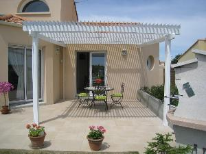 Pergola bioclimatique aluminium traditionnelle