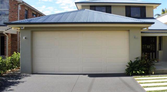 Porte de garage sectionnelle sur mesure devis porte garage for Devis garage en ligne