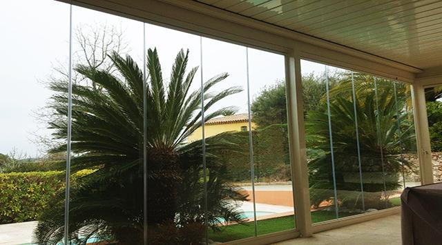 Rideau de verre accessoire pergola bioclimatique - Pergola avec rideau coulissant ...