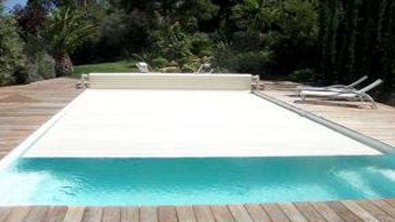 Volet de piscine volet de piscine hors sol volet piscine for Volet roulant piscine hors sol mobile