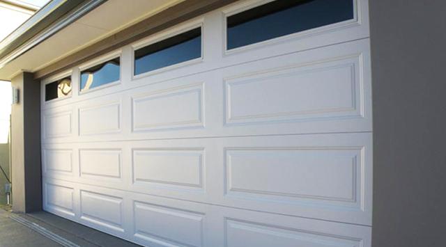 Porte de garage sectionnelle sur mesure devis porte garage for Portail de garage sectionnel sur mesure