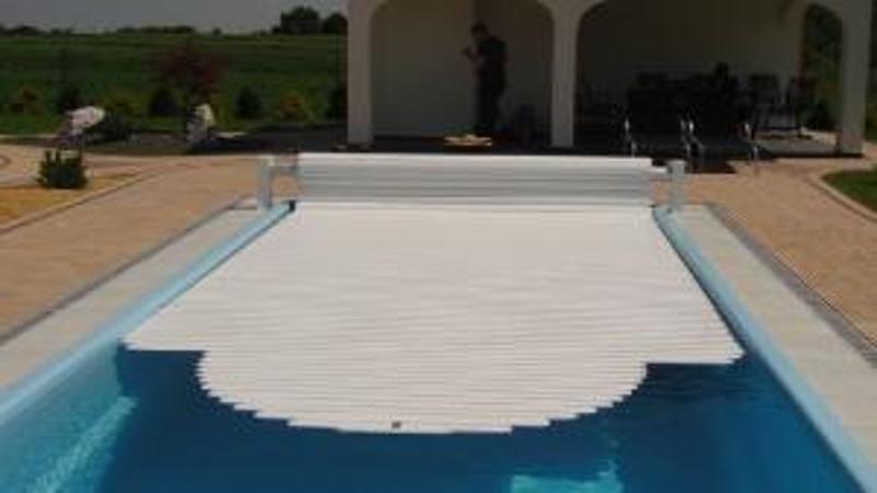 Volet de piscine volet de piscine hors sol volet piscine for Volet roulant hors sol piscine