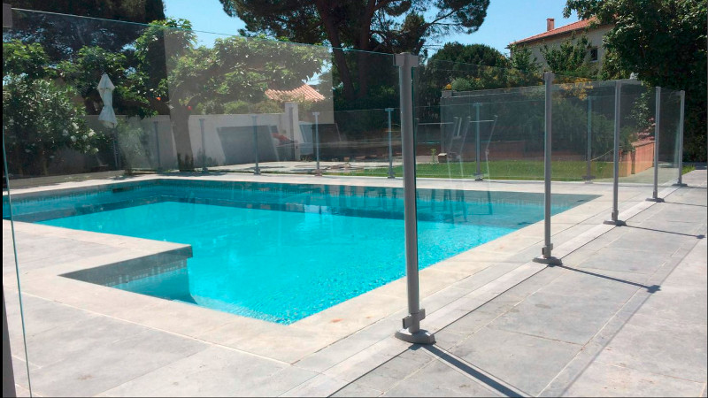 Cl ture verre pour piscine clotures piscine for Cloture aluminium pour piscine