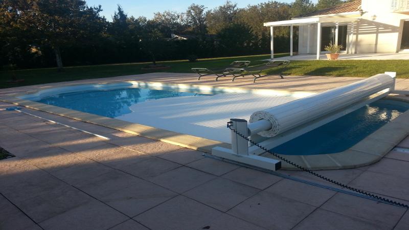 Volet de piscine volet de piscine mobile volet piscine for Piscine hors sol 3m de large