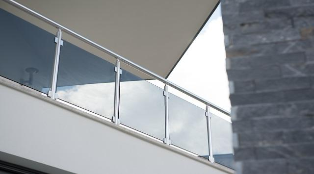 Garde corps en verre exterieur interieur for Garde corps verre securit