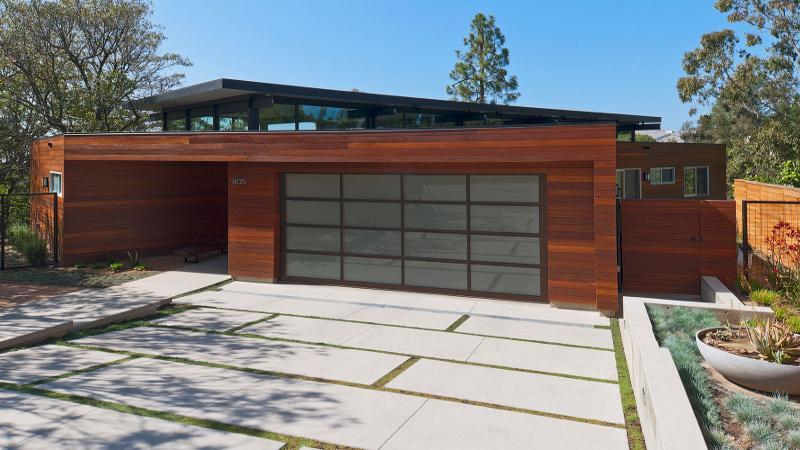 Porte de garage sectionnelle design sur mesure for Portail de garage sectionnel sur mesure