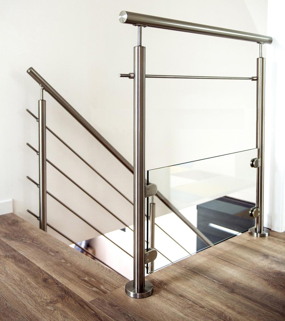 garde corps aux normes avec verre et lisse. Black Bedroom Furniture Sets. Home Design Ideas