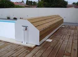 Coffre pour volet de piscine en bois exotique nao for Volet polycarbonate piscine