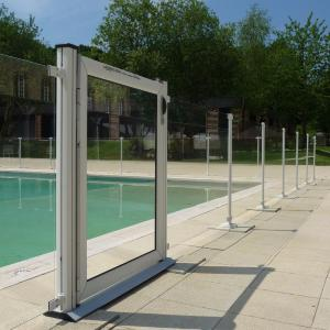 Cl ture verre pour piscine clotures piscine for Portillon pour piscine