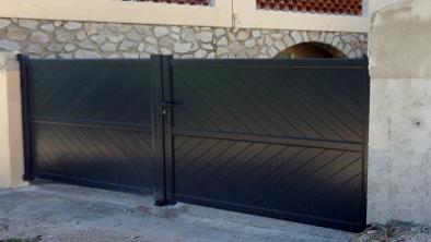 portail battant portails aluminium sur mesure. Black Bedroom Furniture Sets. Home Design Ideas