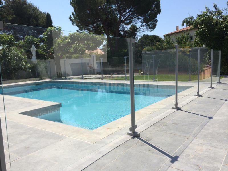 Cl ture verre pour piscine clotures piscine for Cloture piscine verre