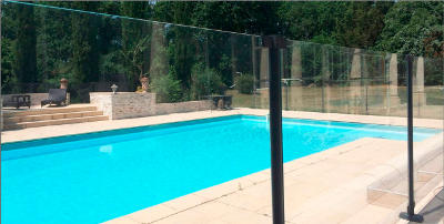 Cl ture verre pour piscine clotures piscine for Barriere de piscine en verre