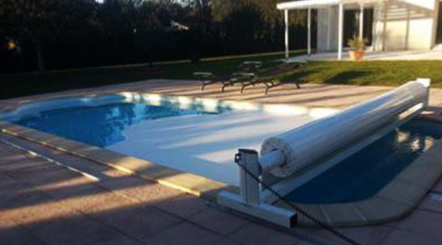 Volet de piscine hors sol mobile solaire volet piscine for Capteur solaire piscine hors sol
