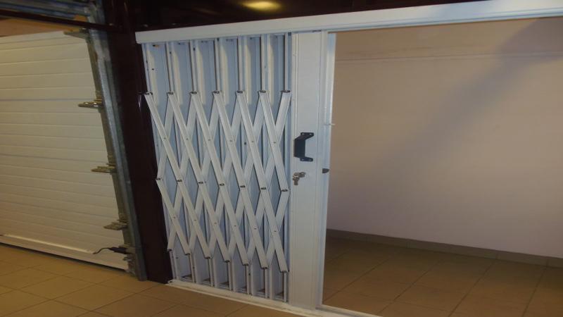 grille protection articul e 2 vantaux grille m tallique. Black Bedroom Furniture Sets. Home Design Ideas