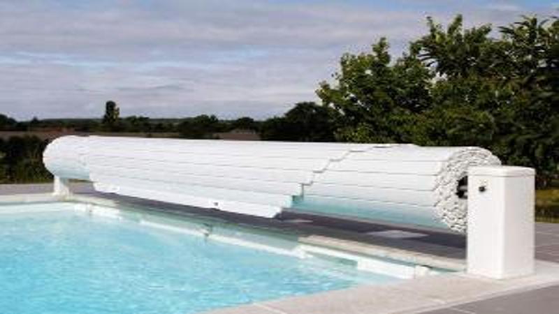 Volet de piscine hors sol fixe a moteur for Volet roulant piscine motorise