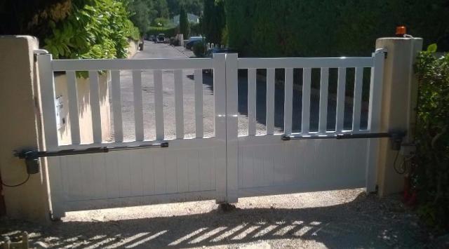 des portails droits en aluminium pas cher sur mesure. Black Bedroom Furniture Sets. Home Design Ideas