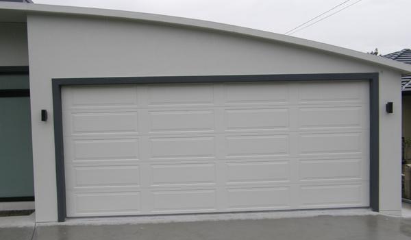 Les portes sectionnelles sont livr es en kit pr tes tre assembler - Porte de garage sectionnelle a cassette ...